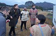 長野遺跡に訪れる人々